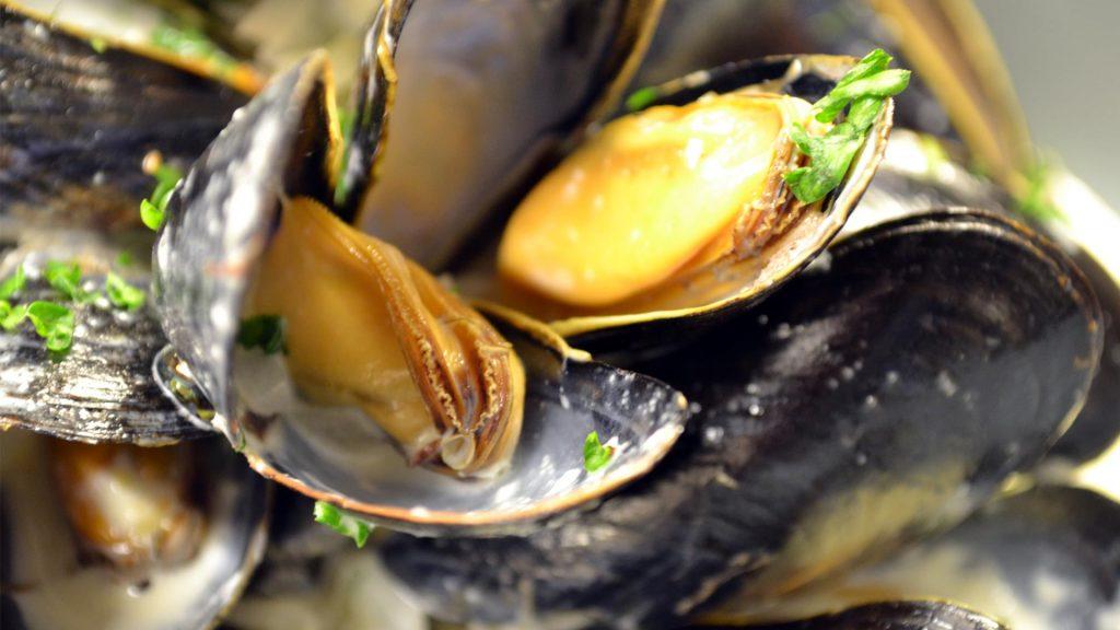 Devon Pub - sixbellsinn - menu items - mussels